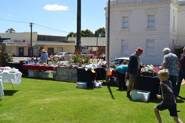 View Pingelly Market Day November 2014